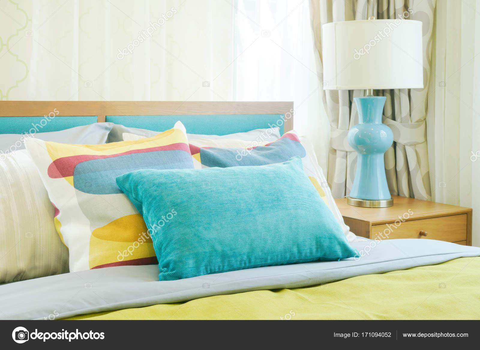 Closeup Kissen Im Bett Gelb Und Grun Farbe Schema Bettwasche