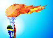 Pochodeň, plamen. Ruka od olympijského stuhy drží pohár s pochodní na modrém pozadí v geometrický trojúhelník Xxiii stylu zimních her.