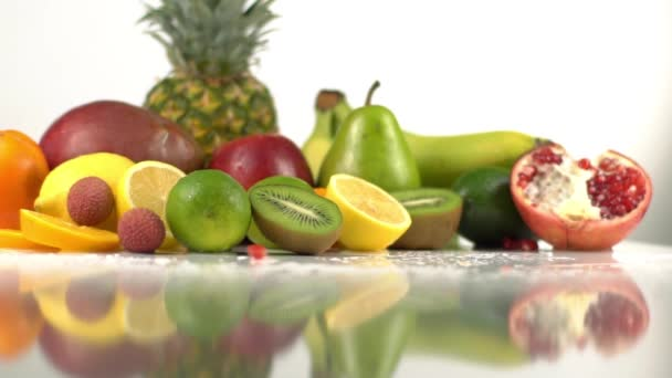The fruit composition consisted of apples, pineapples, bananas, lemons, pomegranate and kiwi. The fall of pomegranate seeds.