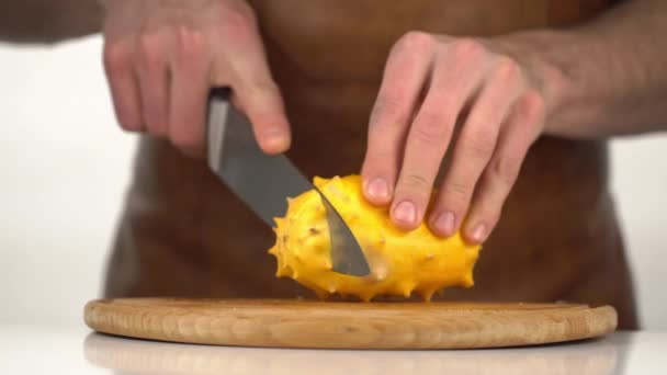 The cooker is cutting the kiwano into slices. The close-up view.