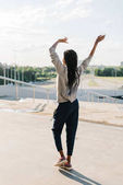 Fotografie Energetischer Tanz der afro-amerikanischen Teenager. Die Full-length Rückansicht