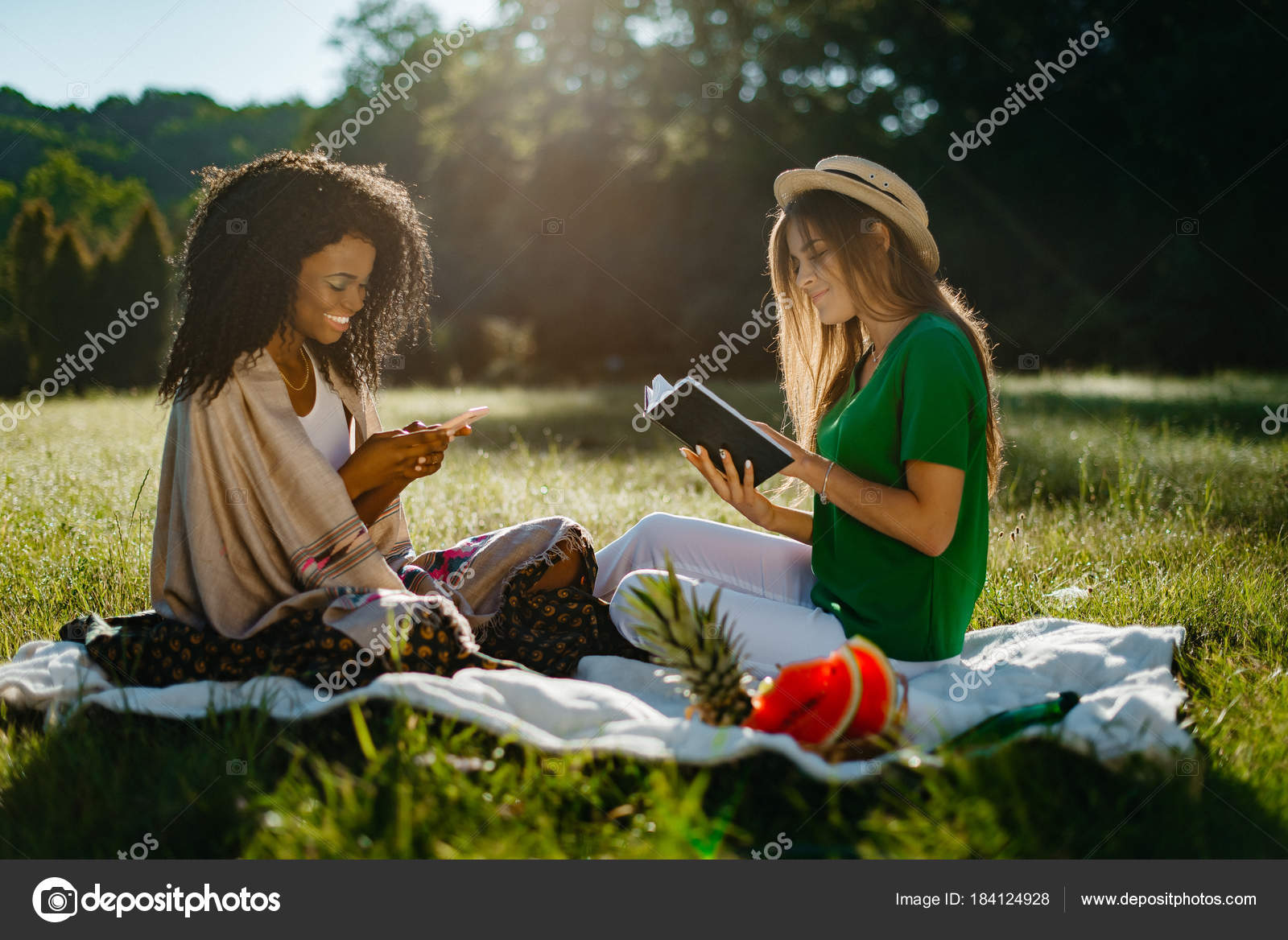 С блондинкой на пикнике, необычная пизда девушки