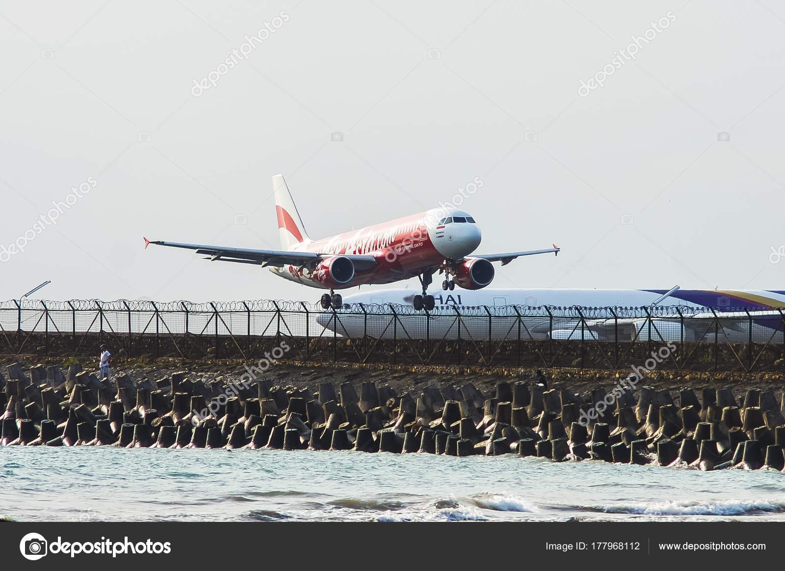 Aeroporto Bali : Bali indonesia november airasia airbus a landing