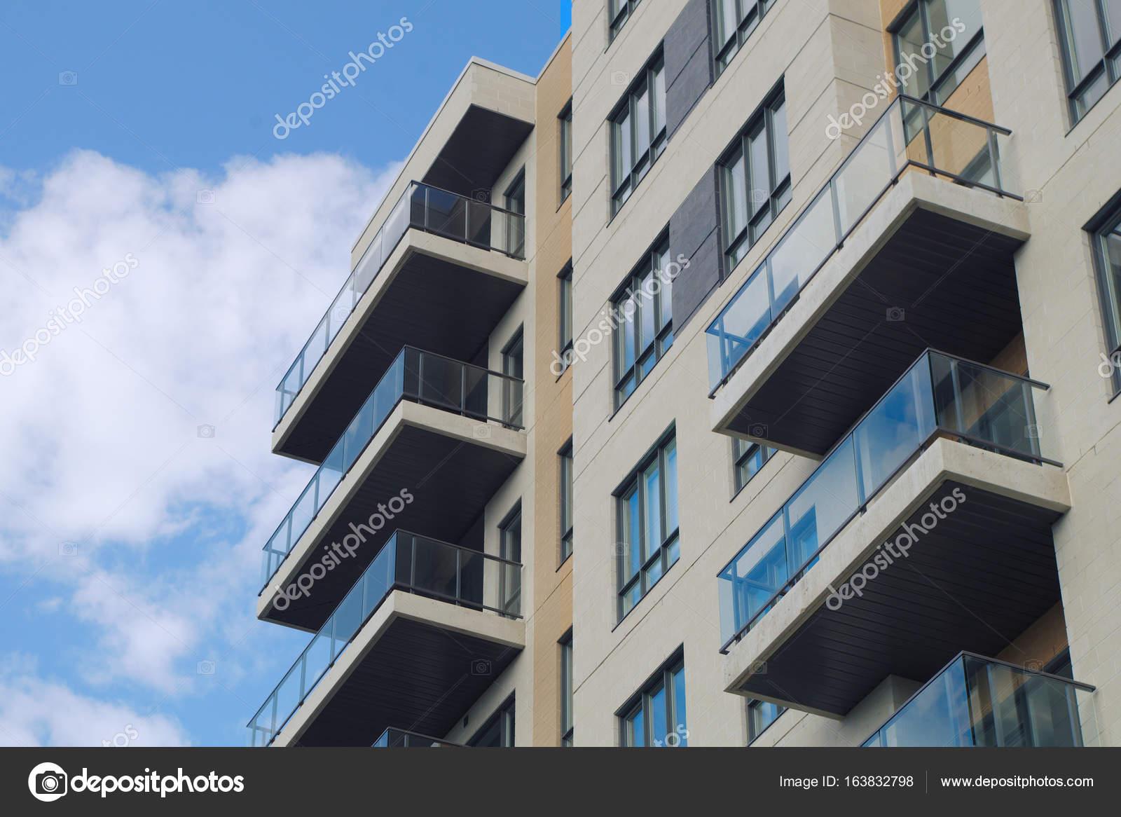 Moderne Architektur Wohnhaus Eigentumswohnung Wolkenkratzer U2014 Foto Von ...