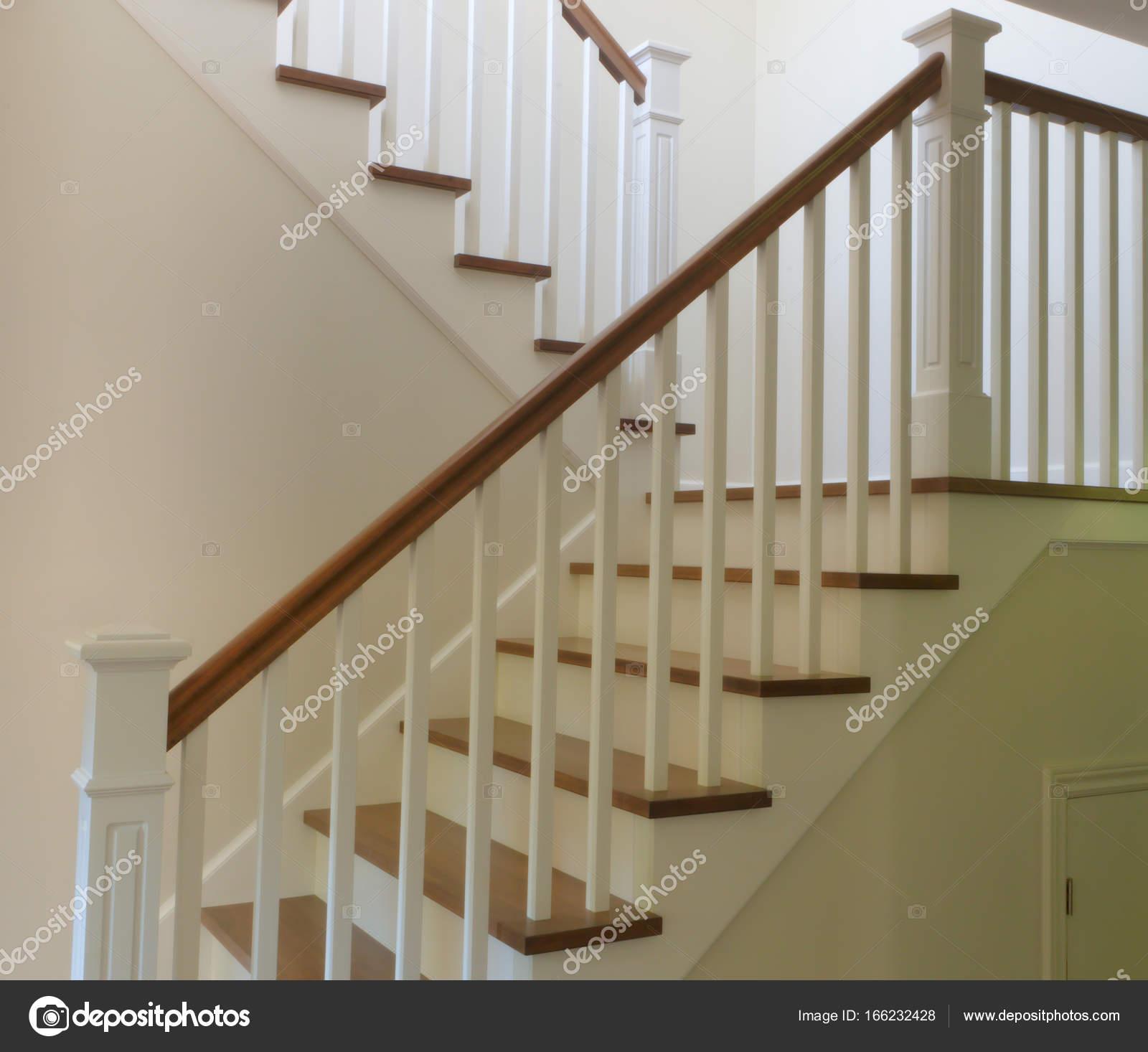 Fotos escalera madera blanca blanco escalera interior escalera moderna madera y estilo - Escaleras de madera modernas ...