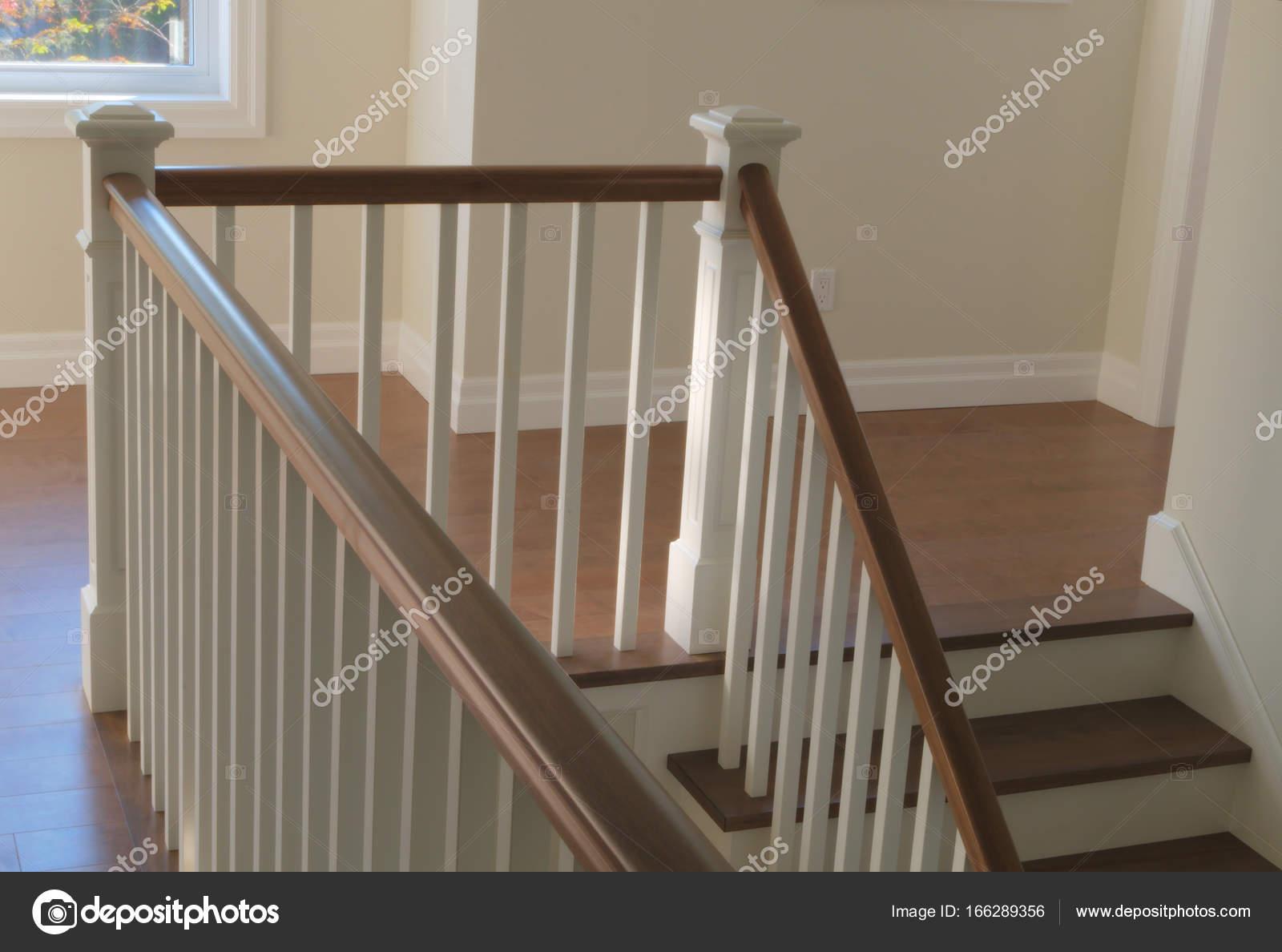 Treppe Holz Weiß treppe holz weiße moderne klassische treppen innen — stockfoto