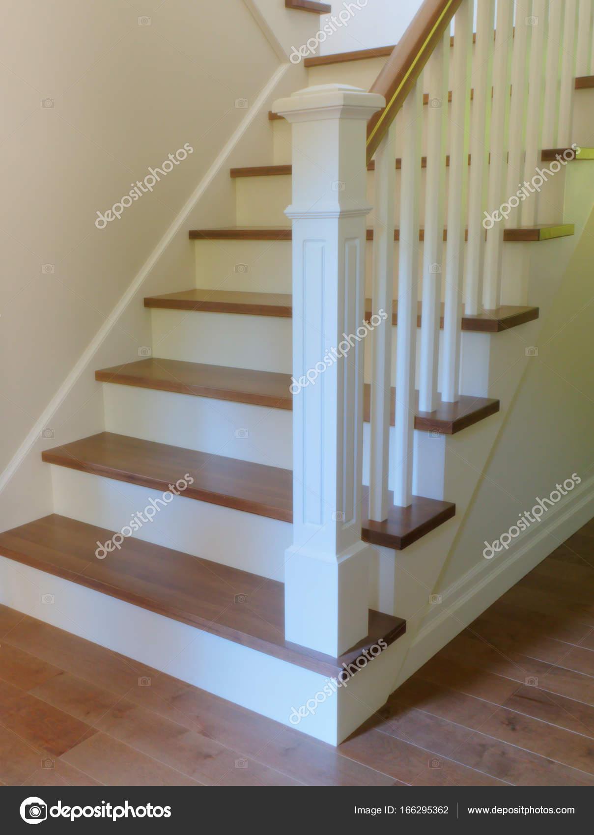 Fotos dise os de escaleras interiores medidas madera de - Diseno de escaleras interiores ...