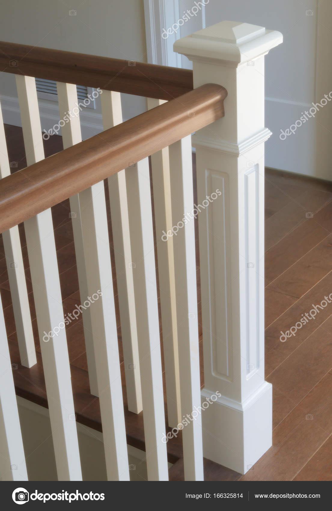 Klassische Treppen treppe holz weiße moderne klassische treppen innen stockfoto
