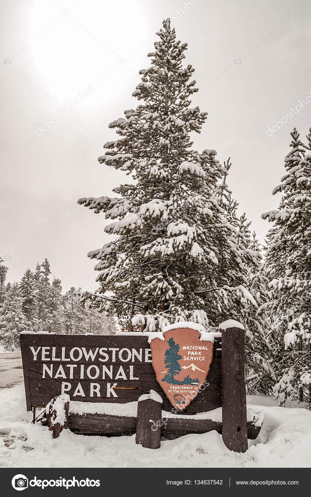 Entrance Sign For Yellowstone National Park Stock Photo