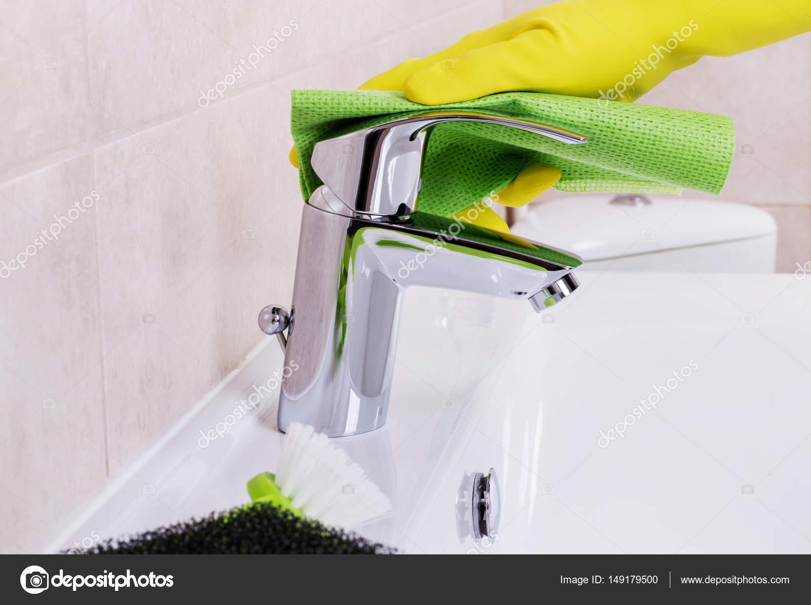 Concept in de badkamer schoonmaken — Stockfoto © Goir #149179500