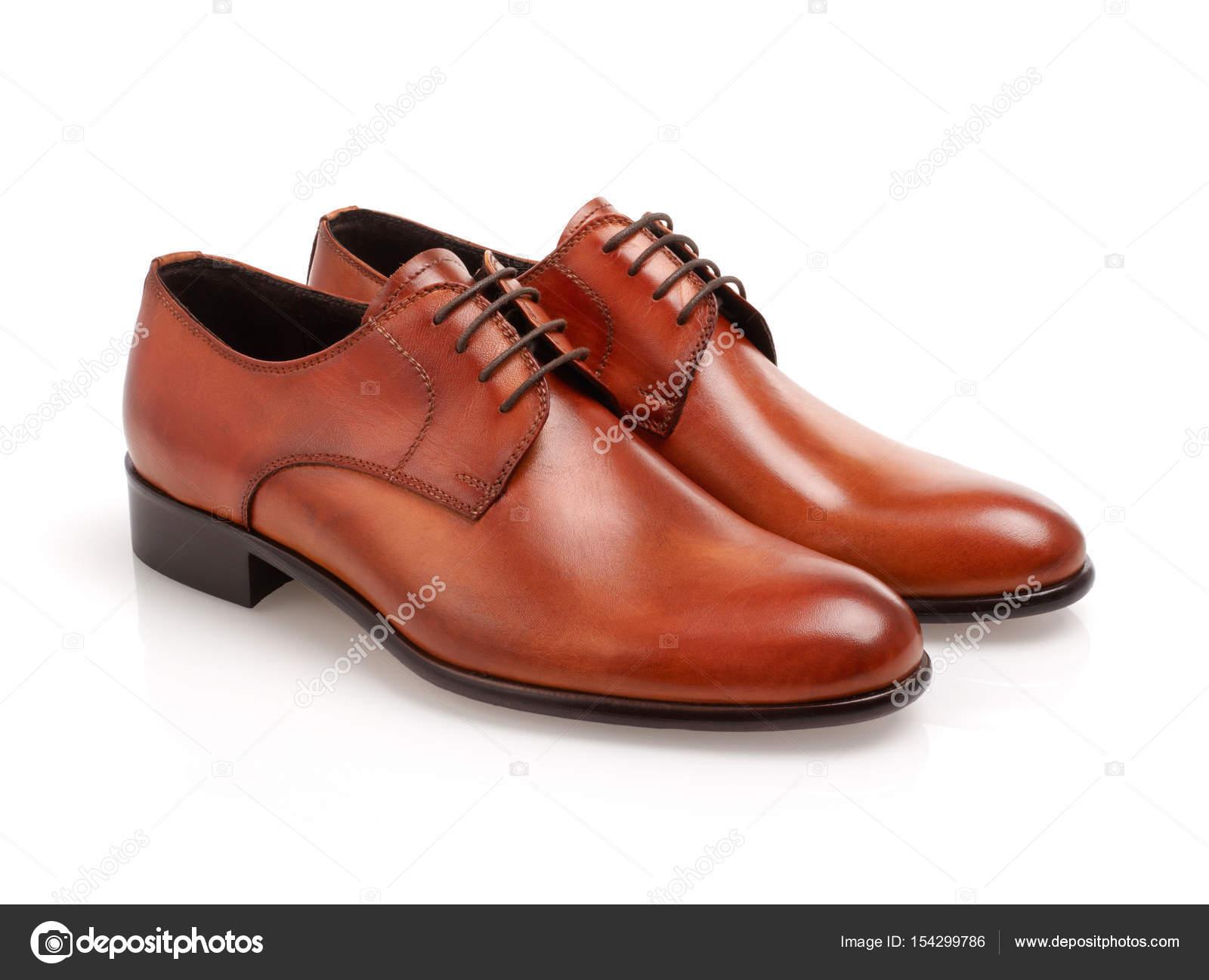 0c232b76f Sapatos masculinos de couro isolaram no branco — Foto de ...