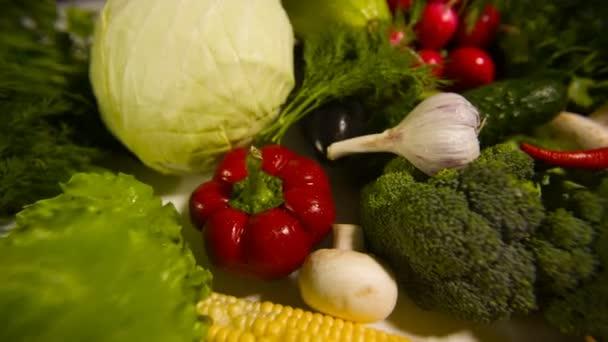 Különböző nyers zöldségek