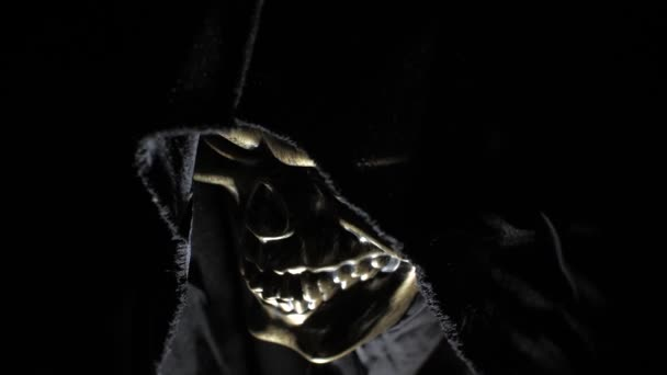 Smrt v kápi ve tmě