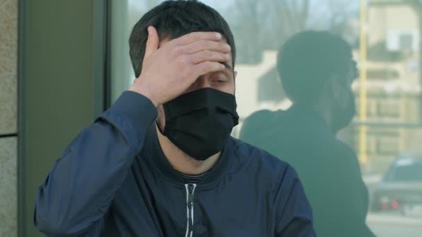 Ein Mann mit Coronavirus-Symptomen
