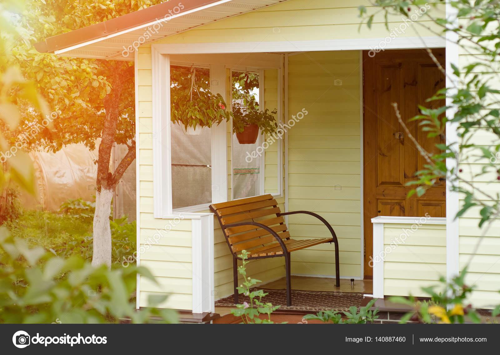Entree portiek versierd met bank. rusland u2014 stockfoto © bizoner777
