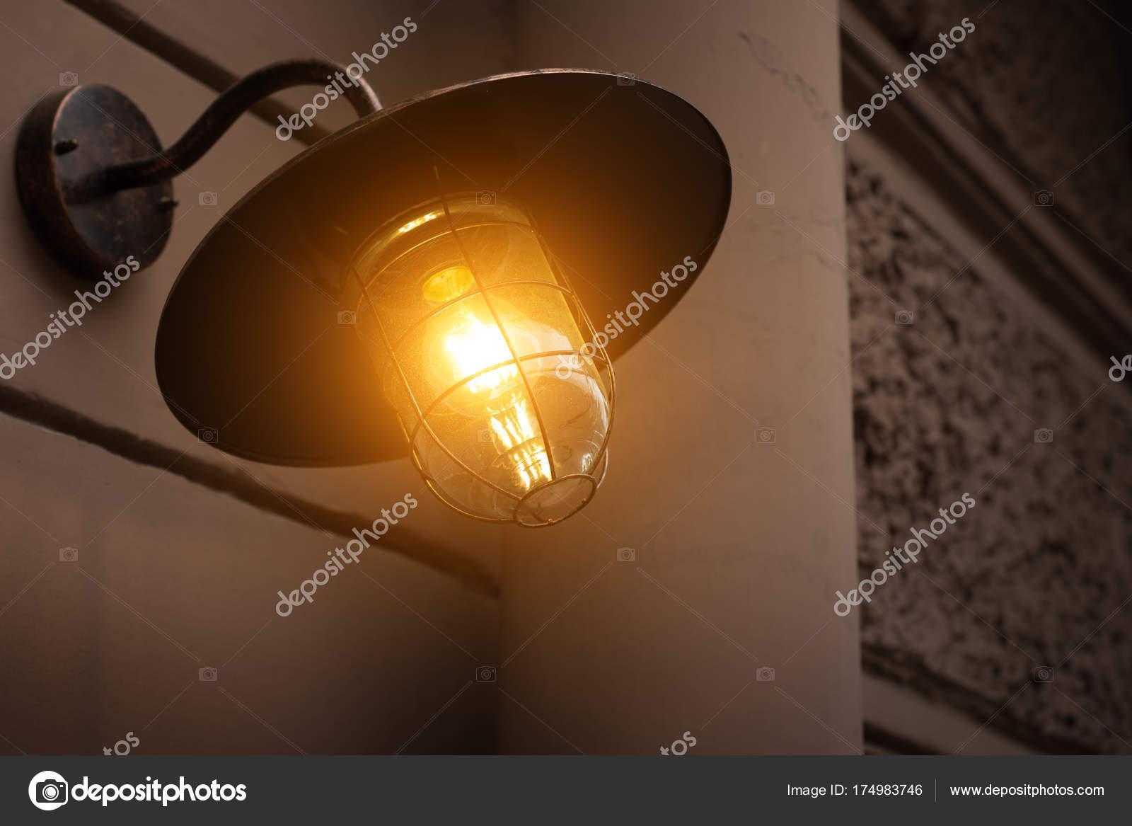 tuin verlichting met solar batterij — Stockfoto © bizoner777.gmail ...