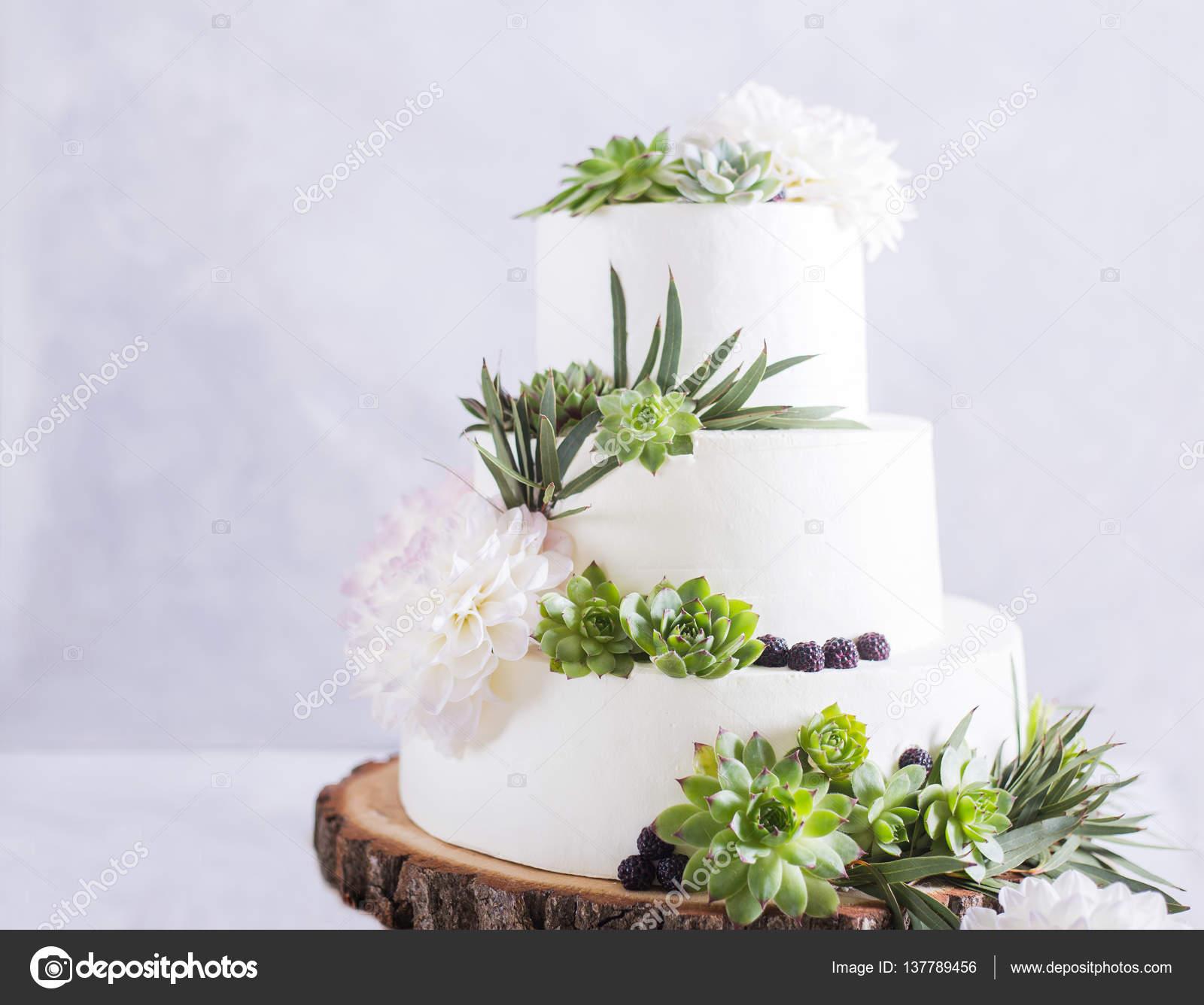 Elegante Hochzeitstorte Mit Blumen Und Sukkulenten Hochzeit Foto