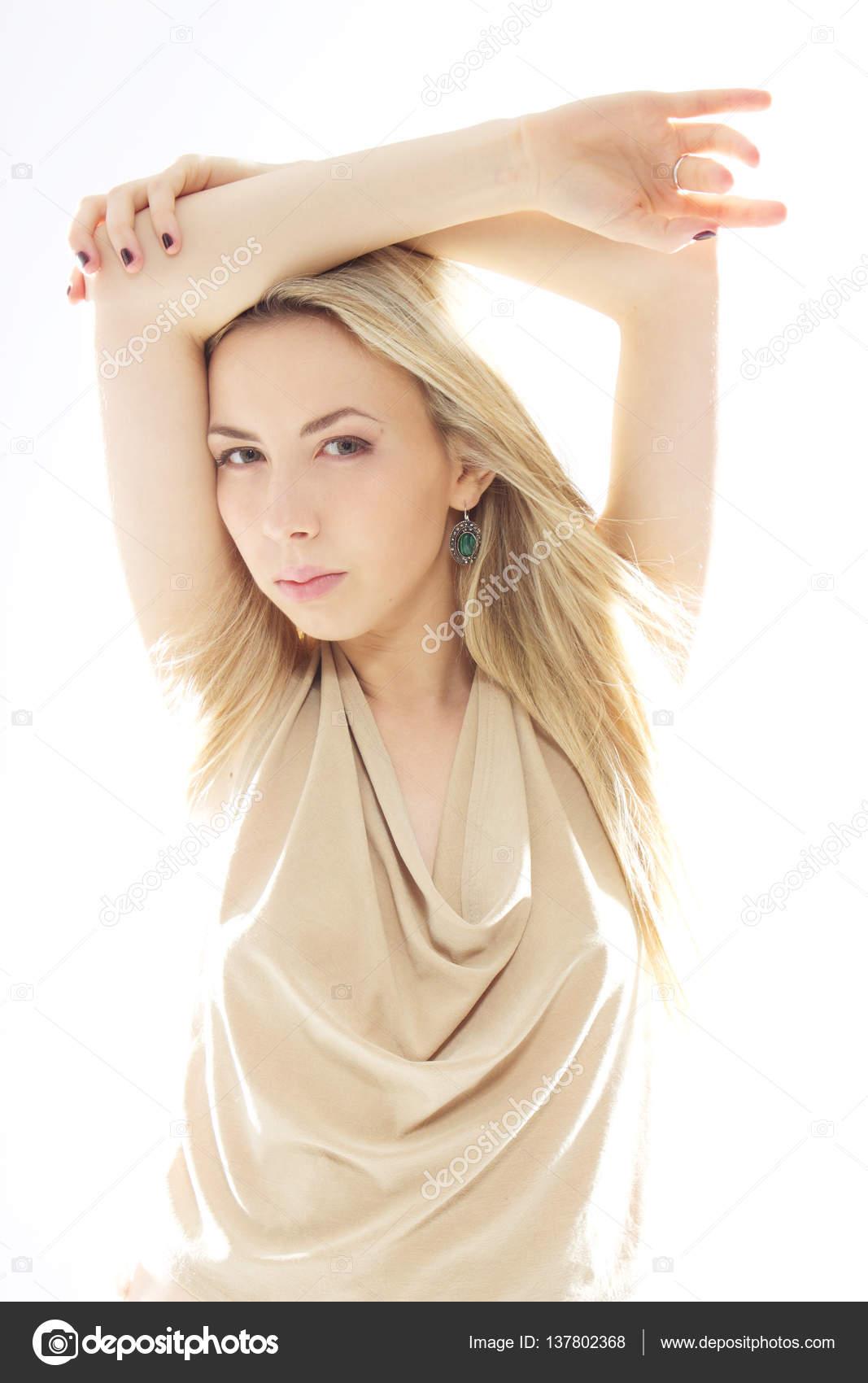 8dc080ee652b Fashion Portrait elegante sexy Frau im Luxus-helle Glamour-Outfit. . Beauty  Portrait junge attraktive blonde Frau mit langen Haaren und natürliches  Make-up.