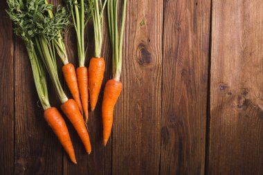 bunch of carrots with stems