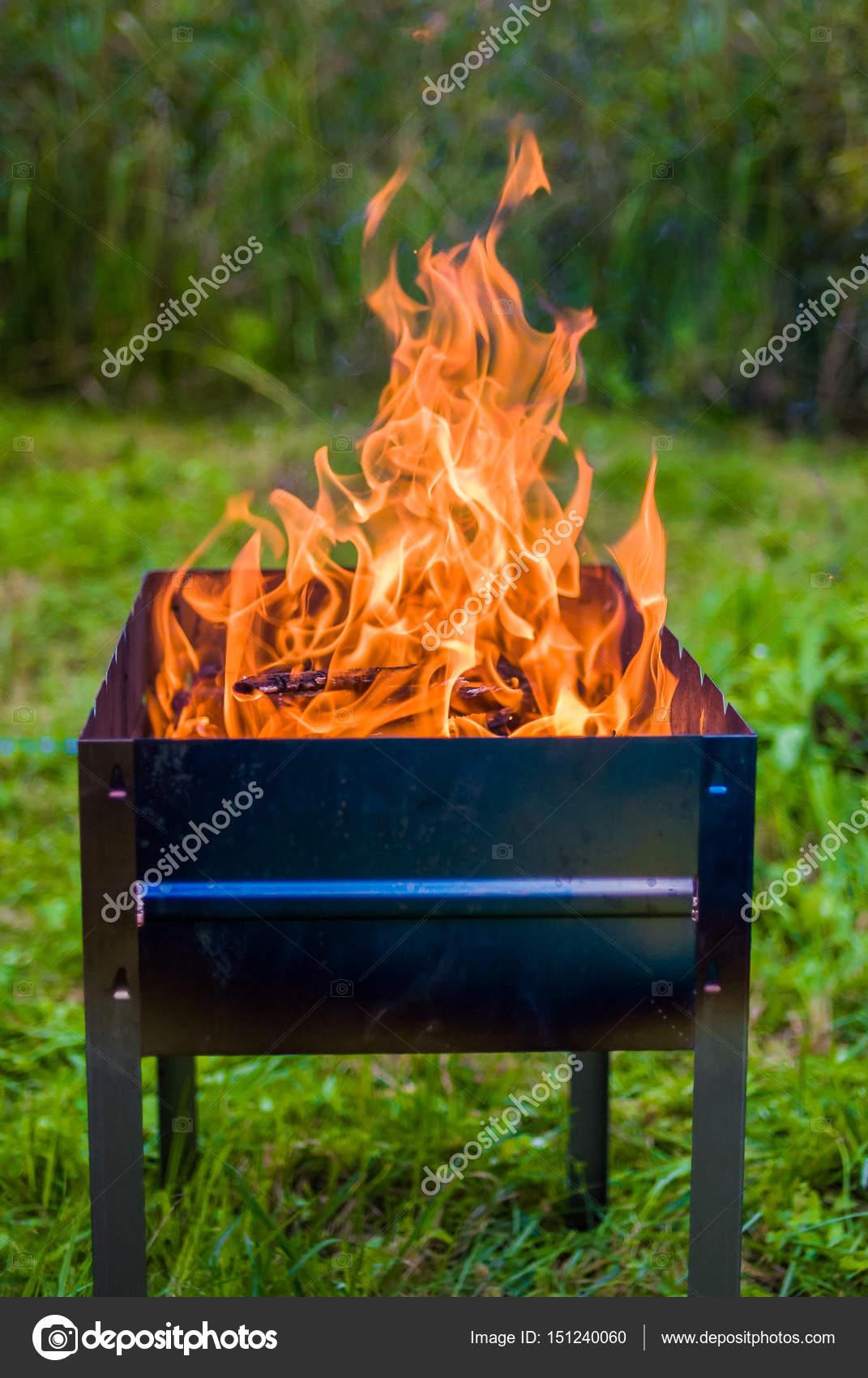 Feuer In Der Feuerschale Stockfoto Alexbr 151240060