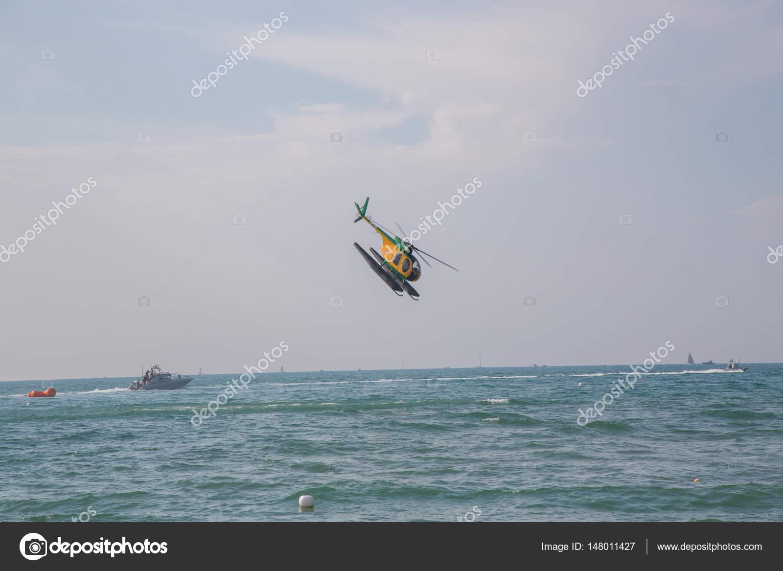 Elicottero Giallo E Verde Italiano Foto Editoriale Stock Ivanods