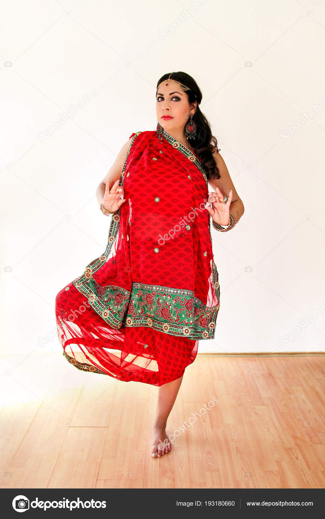 depositphotos 193180660-stock-photo-woman-dancing-indian-dance-in.jpg b62f67c9cc0