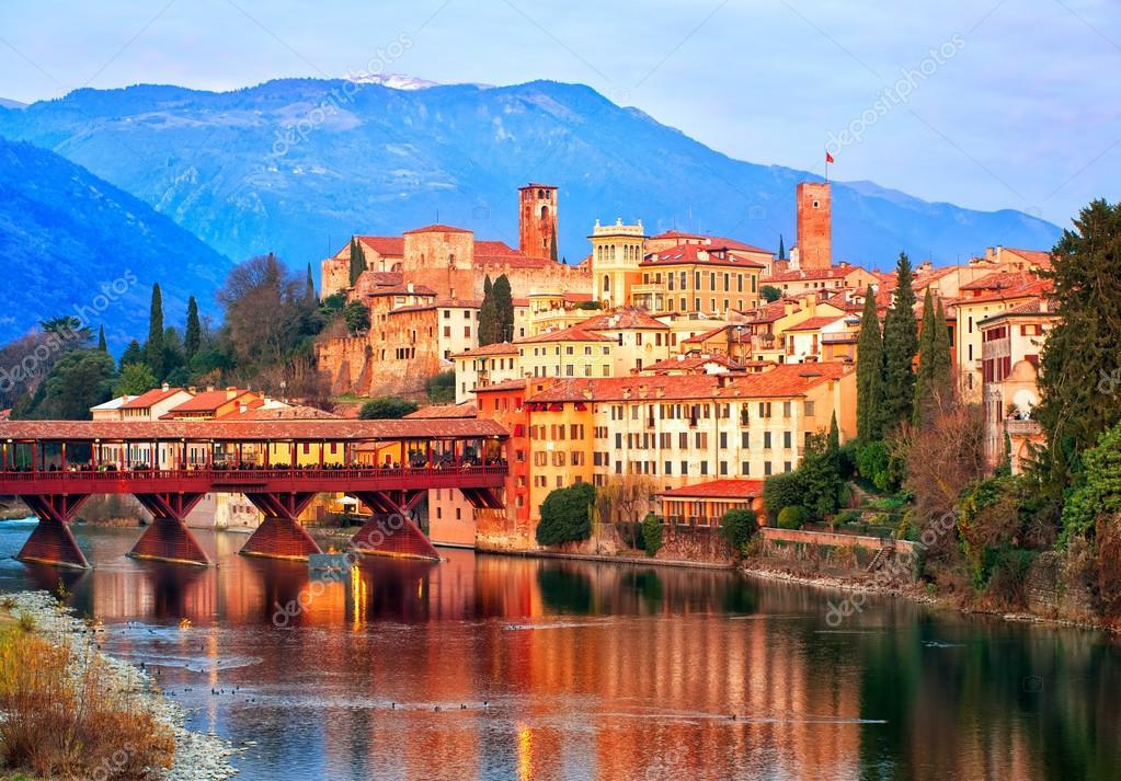 Citt di bassano del grappa in montagne delle alpi italia - Mobilifici bassano del grappa ...