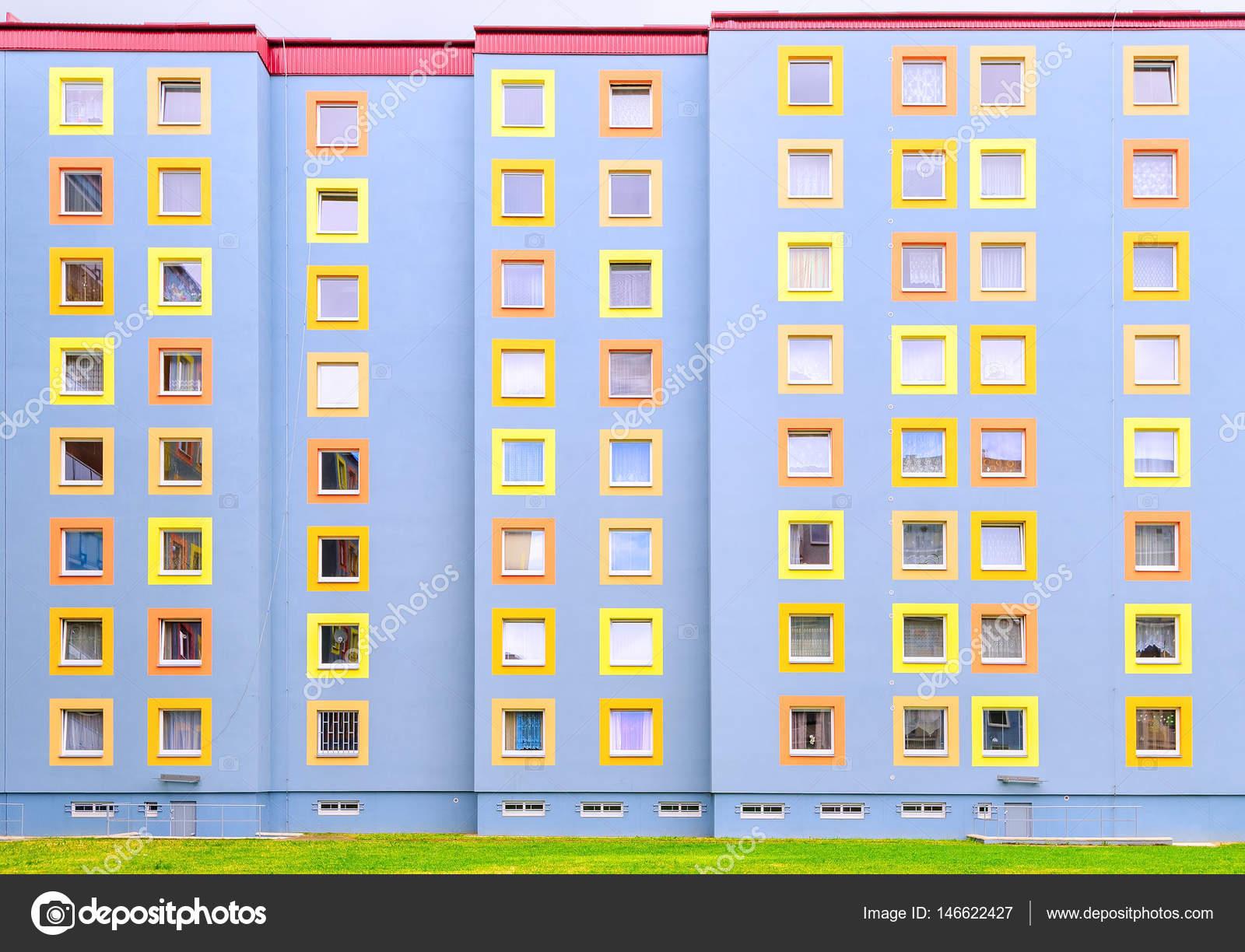 Außenansicht Des Hauses Bunten Mehrstöckigen Zeitgenössischen Stil Leben U2014  Foto Von Xantana