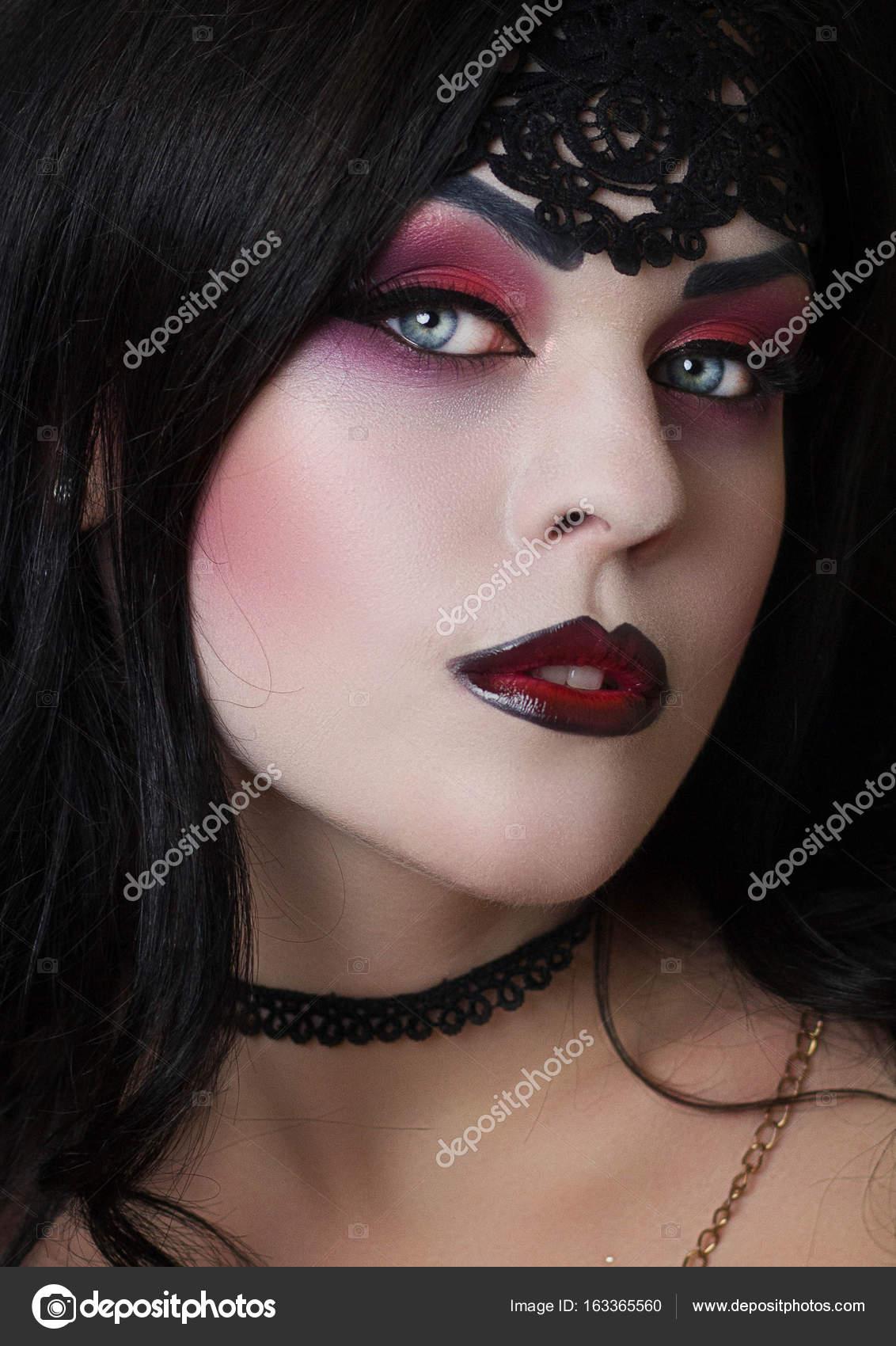 La Imagen De Una Bruja Para Halloween Fotos De Stock C Kirilyukrm - Maquillaje-profesional-halloween