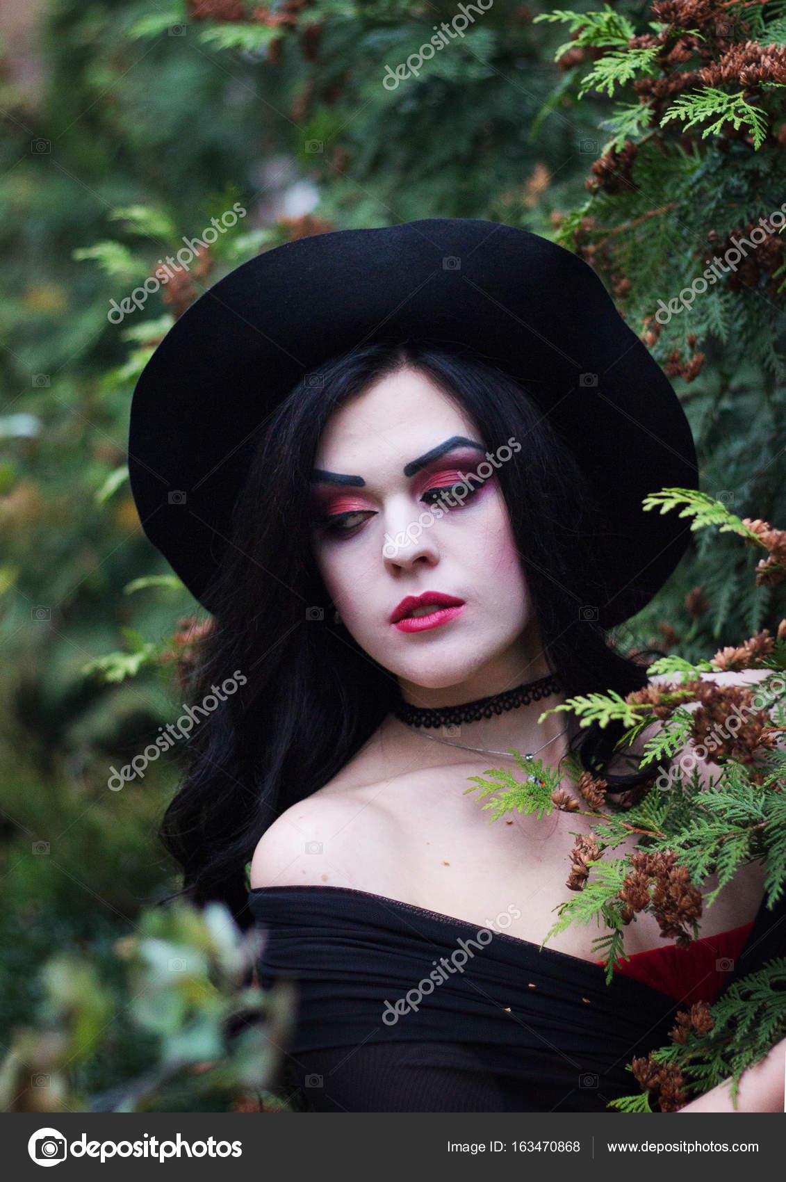 Trucco Halloween Yahoo.L Immagine Di Una Strega Per Halloween Foto Stock C Kirilyukrm