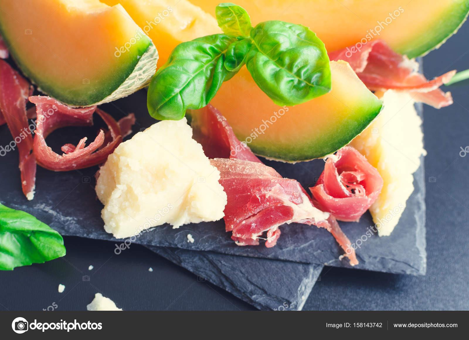 Concept De Cuisine Italienne Avec Melon Et Prosciutto Photographie