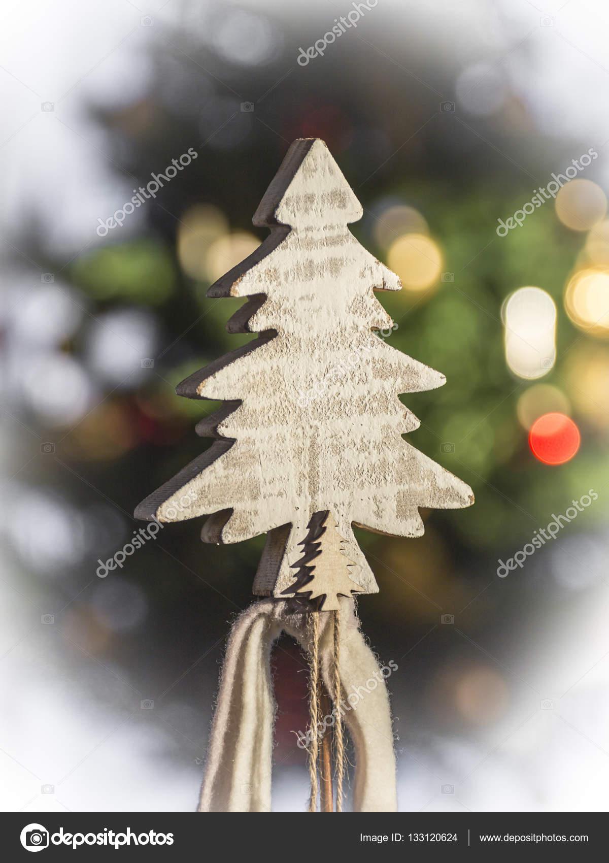 Weihnachtsbaum aus holz schnitzen