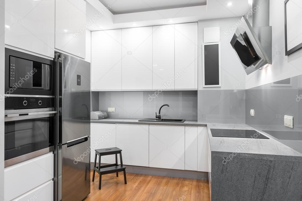 Weiße Hochglanz-Küche-Idee — Stockfoto © in4mal #124939810