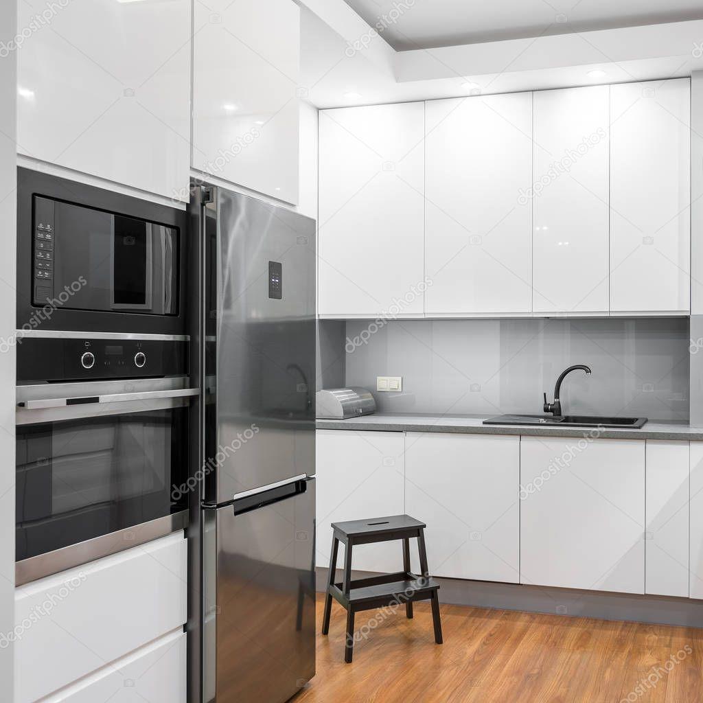 Weiße Hochglanz-Küche — Stockfoto © in4mal #128865102