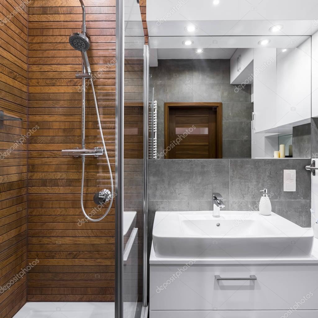 Badkamer met hout effect tegels — Stockfoto © in4mal #128865454