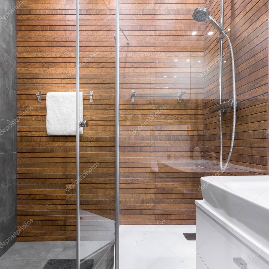 Ducha con efecto madera azulejos foto de stock in4mal for Azulejos para duchas