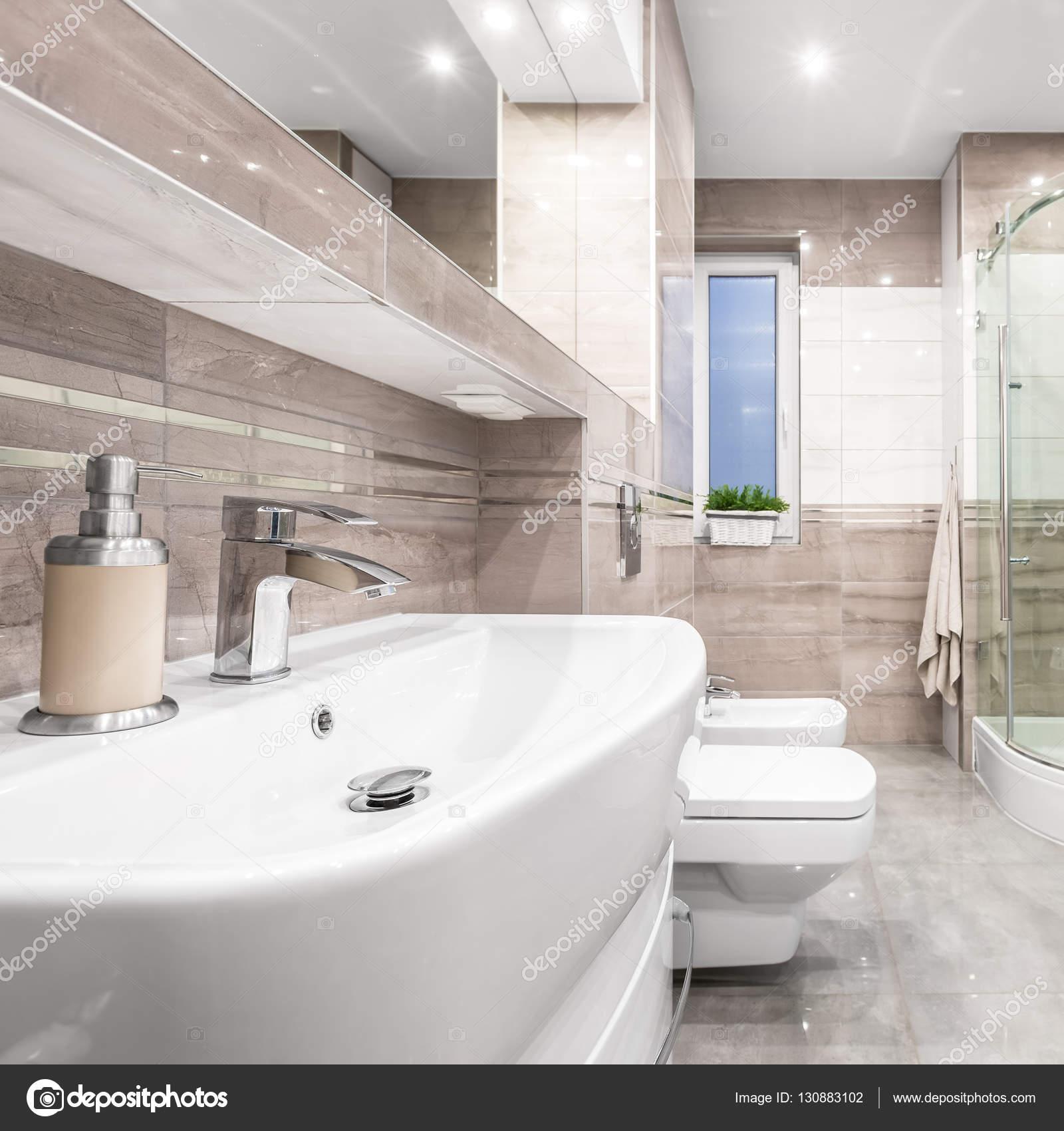 Bézs csempe fürdőszoba — Stock Fotó © in4mal #130883102