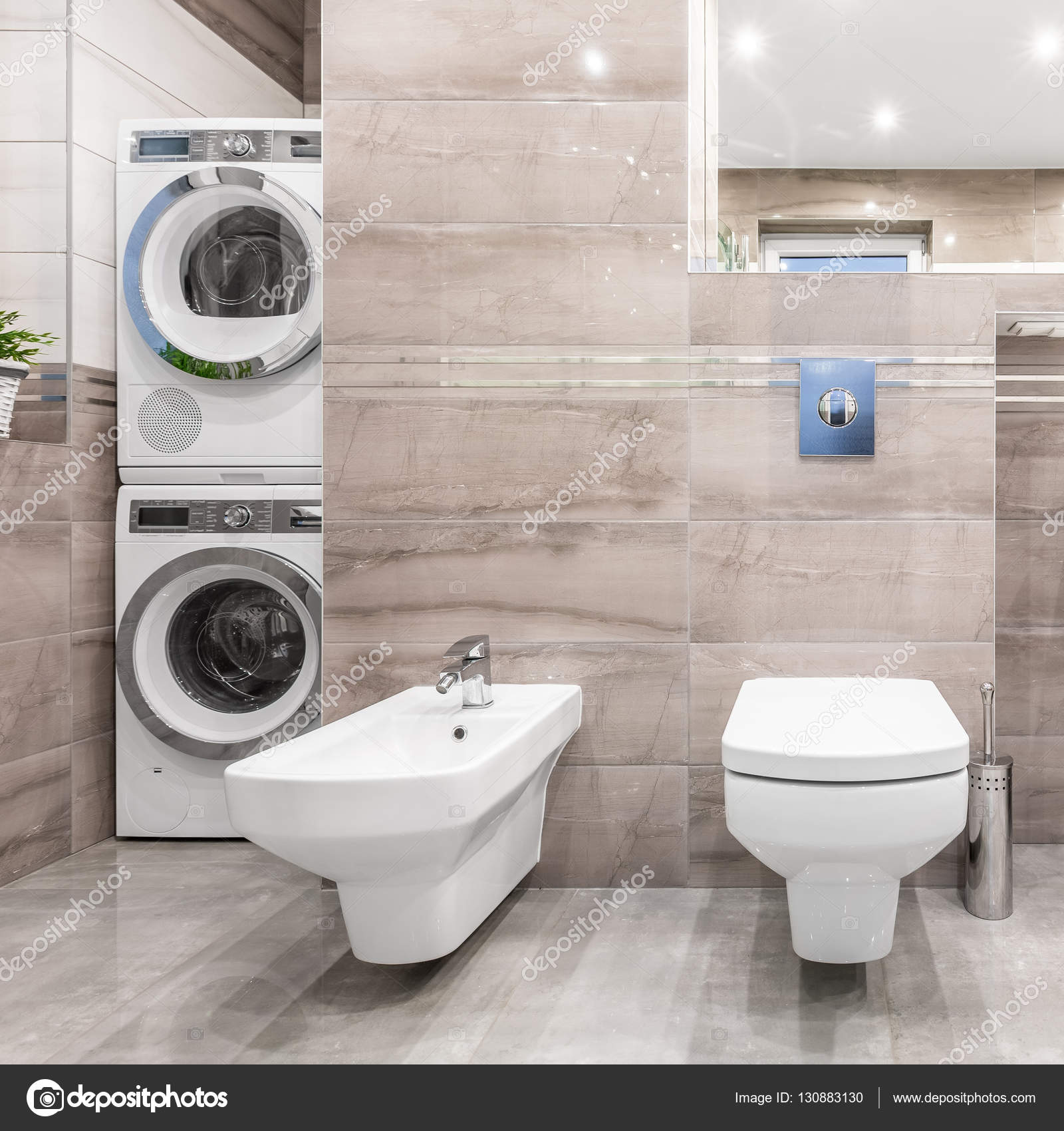 Bagno con angolo lavanderia foto stock in4mal 130883130 - Bagno con lavanderia ...