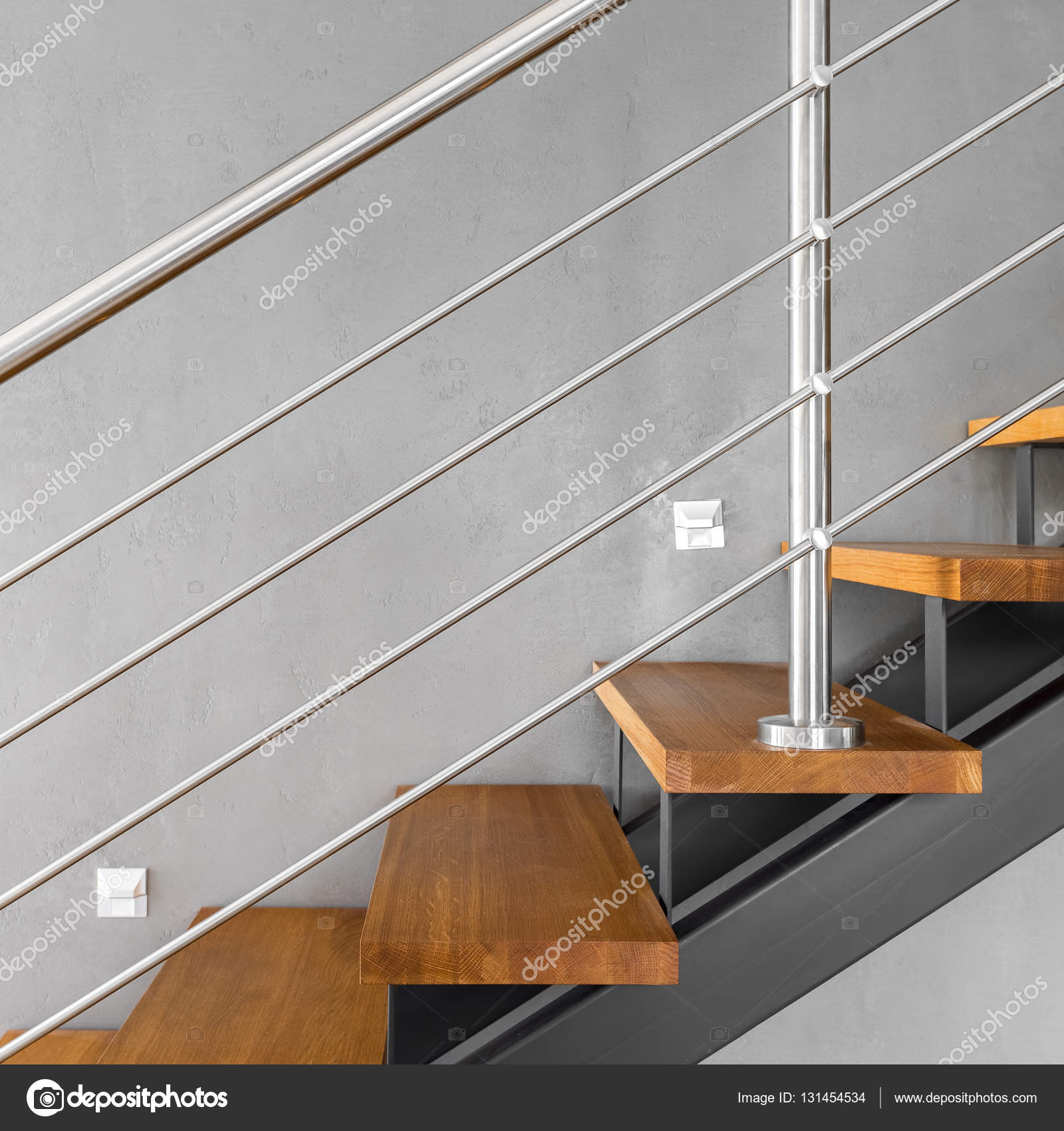 Escalier Simple simple escalier avec rampe chromé — photographie in4mal © #131454534