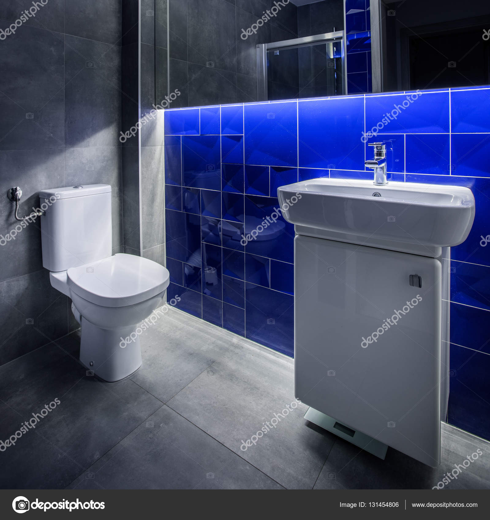 Grijze en blauwe badkamer idee — Stockfoto © in4mal #131454806