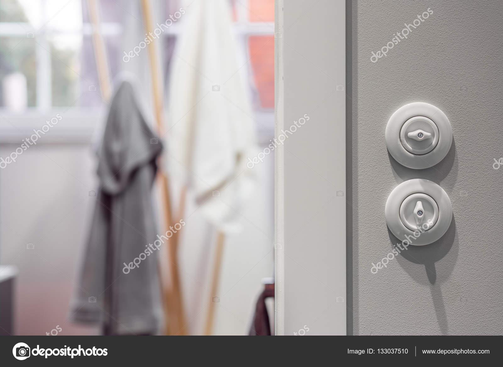 Weisse Runde Lichtschalter Stockfoto C In4mal 133037510