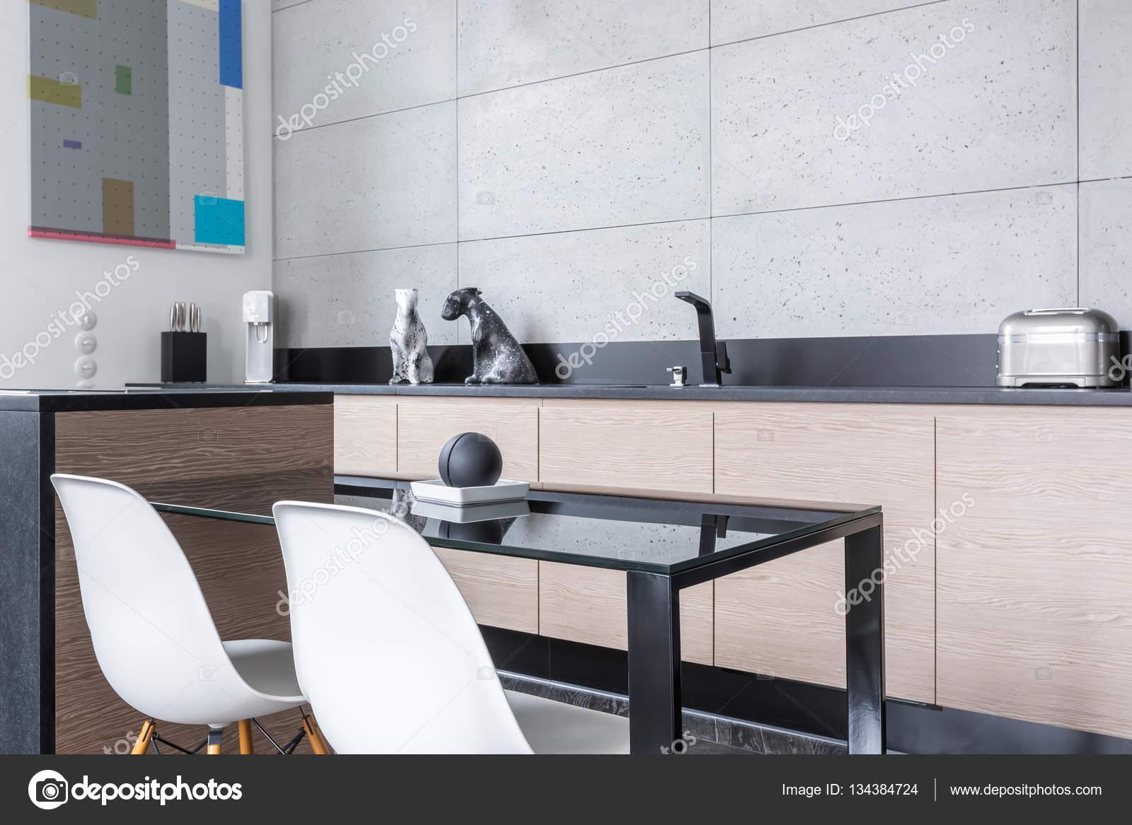 Cucina con isola e tavolo — Foto Stock © in4mal #134384724