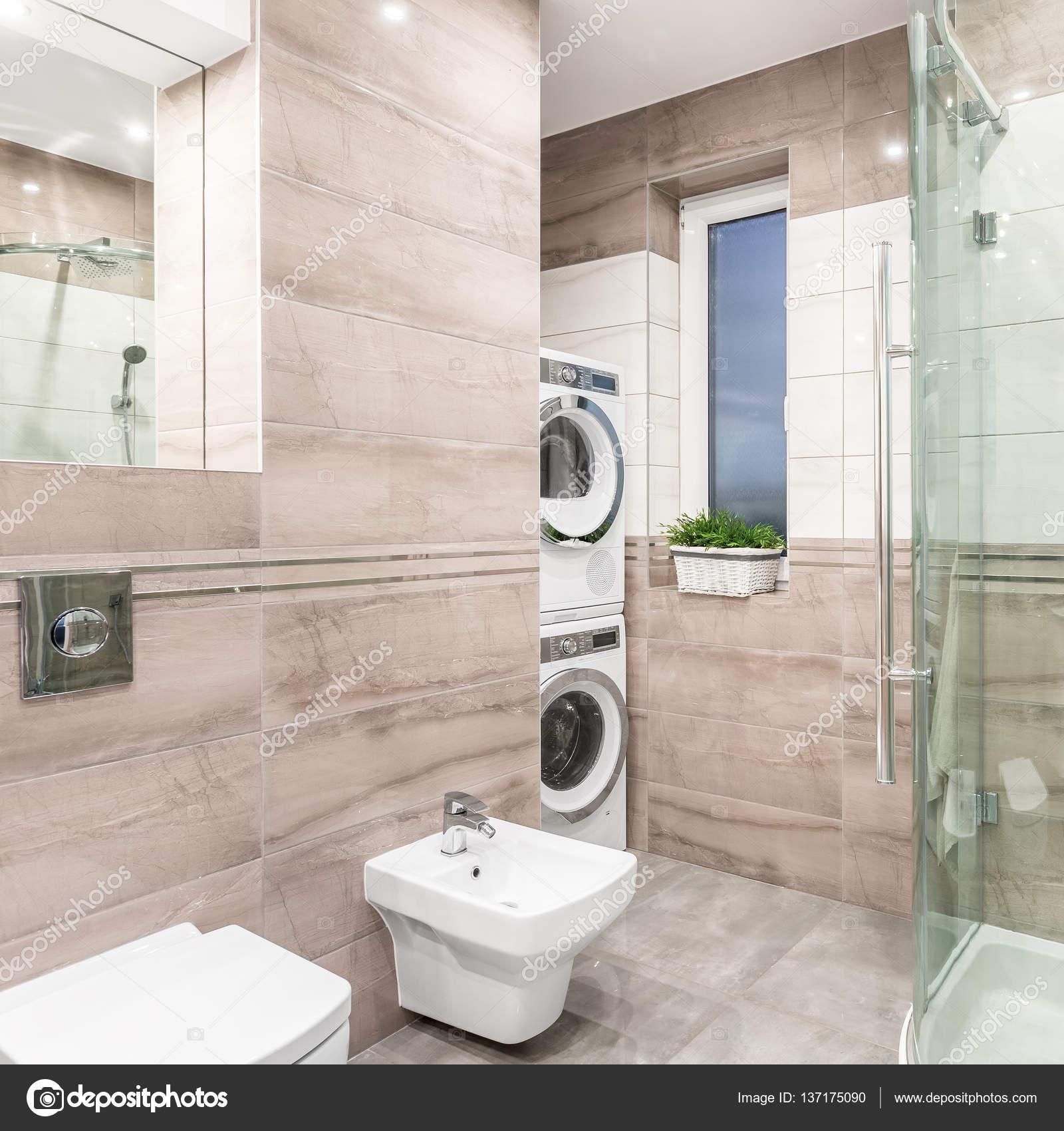 bagno con zona lavanderia — Foto Stock © in4mal #137175090