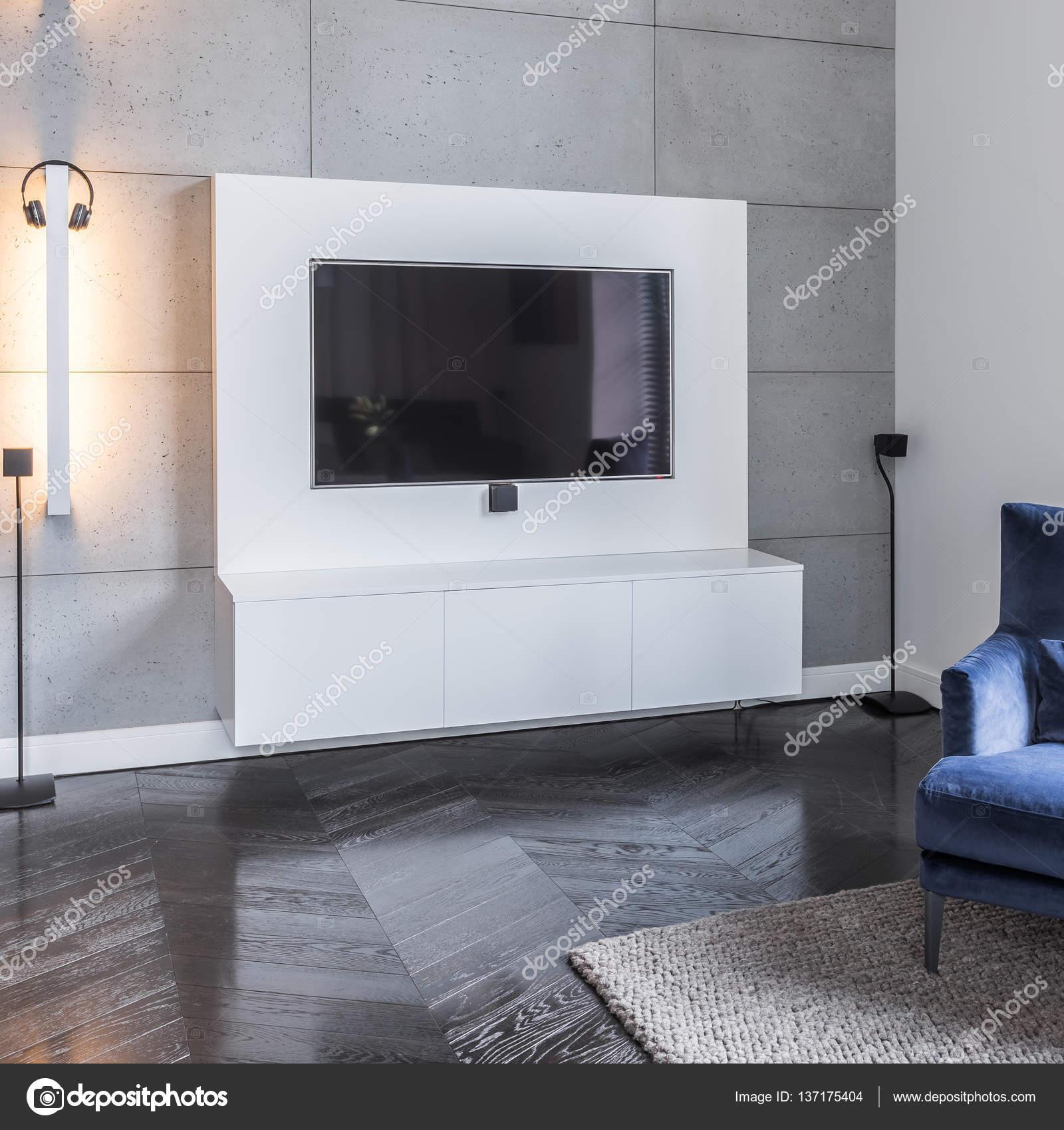 https://st3.depositphotos.com/6297298/13717/i/1600/depositphotos_137175404-stockafbeelding-grijs-woonkamer-met-televisie.jpg