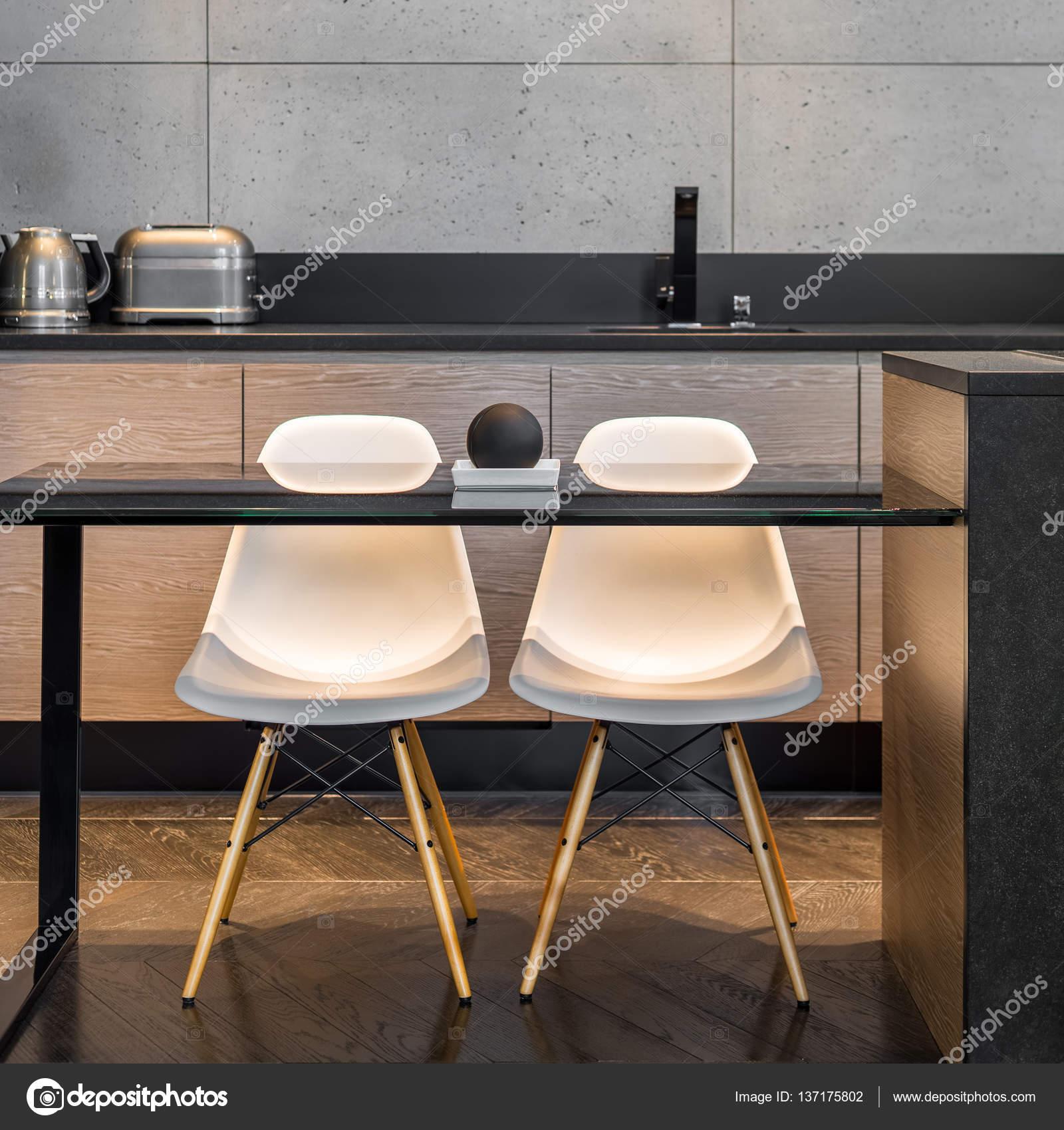 Küche, Tisch und zwei Stühle — Stockfoto © in4mal #137175802