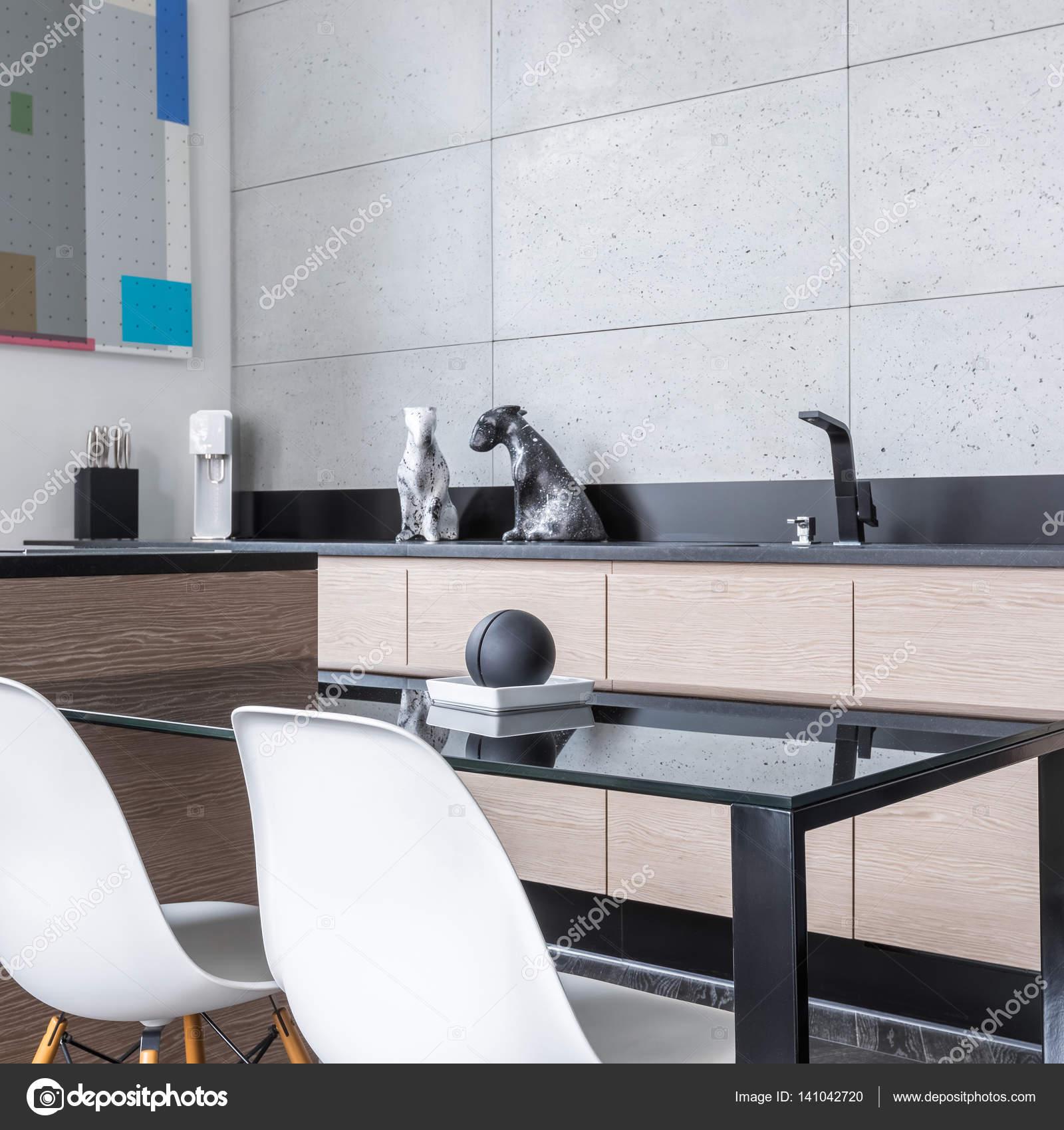 Cucina con isola e tavolo — Foto Stock © in4mal #141042720