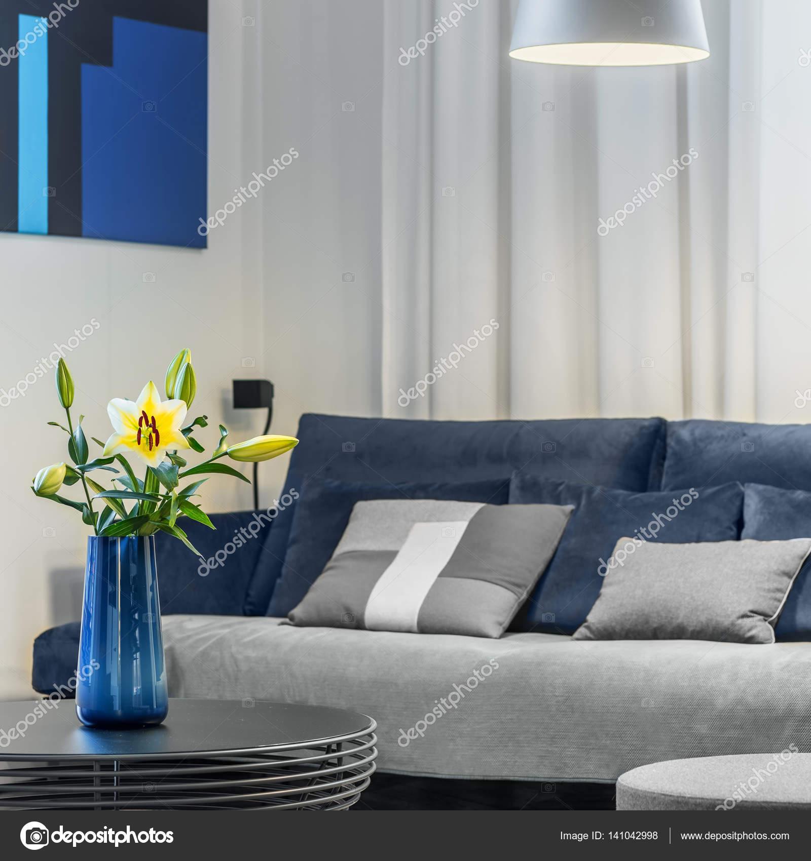 Decora O De Flores Na Sala De Estar Stock Photo In4mal 141042998 -> Decoracao De Sala Azul