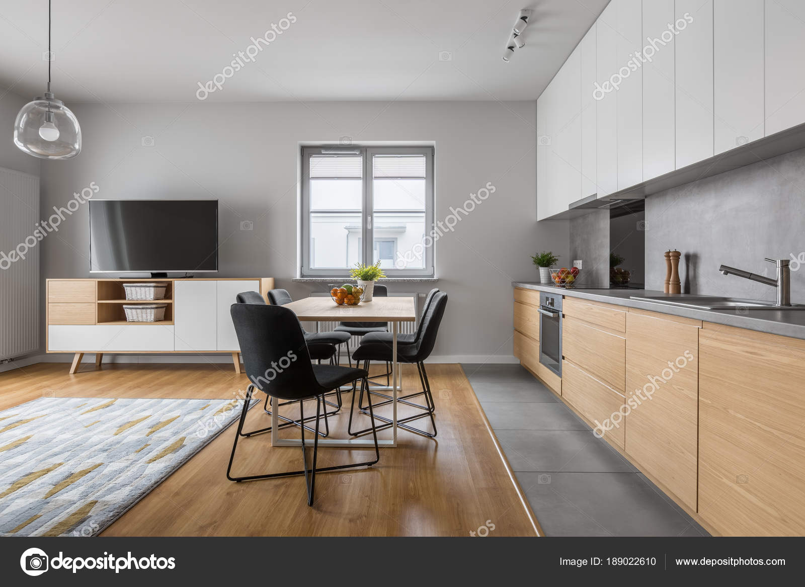 Moderne Holz-Küche mit Tisch — Stockfoto © in4mal #189022610
