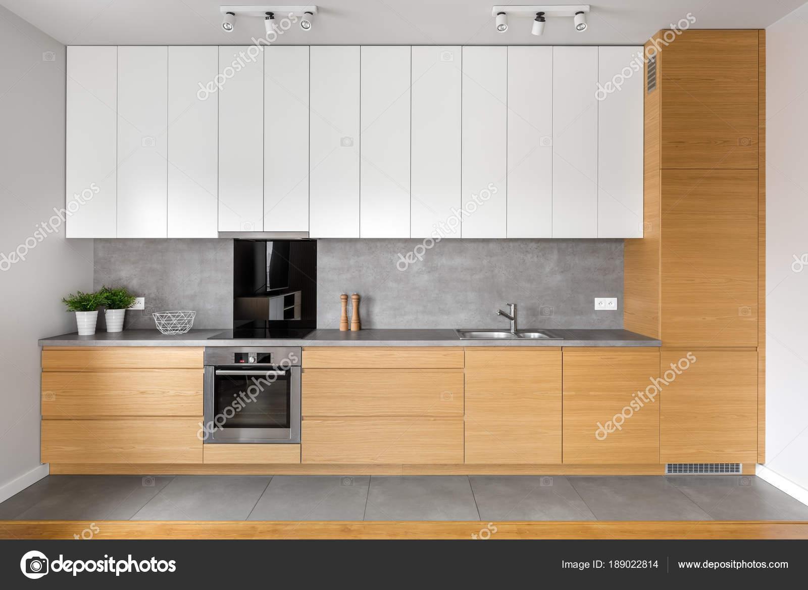 Keuken met grijze tegels u stockfoto in mal