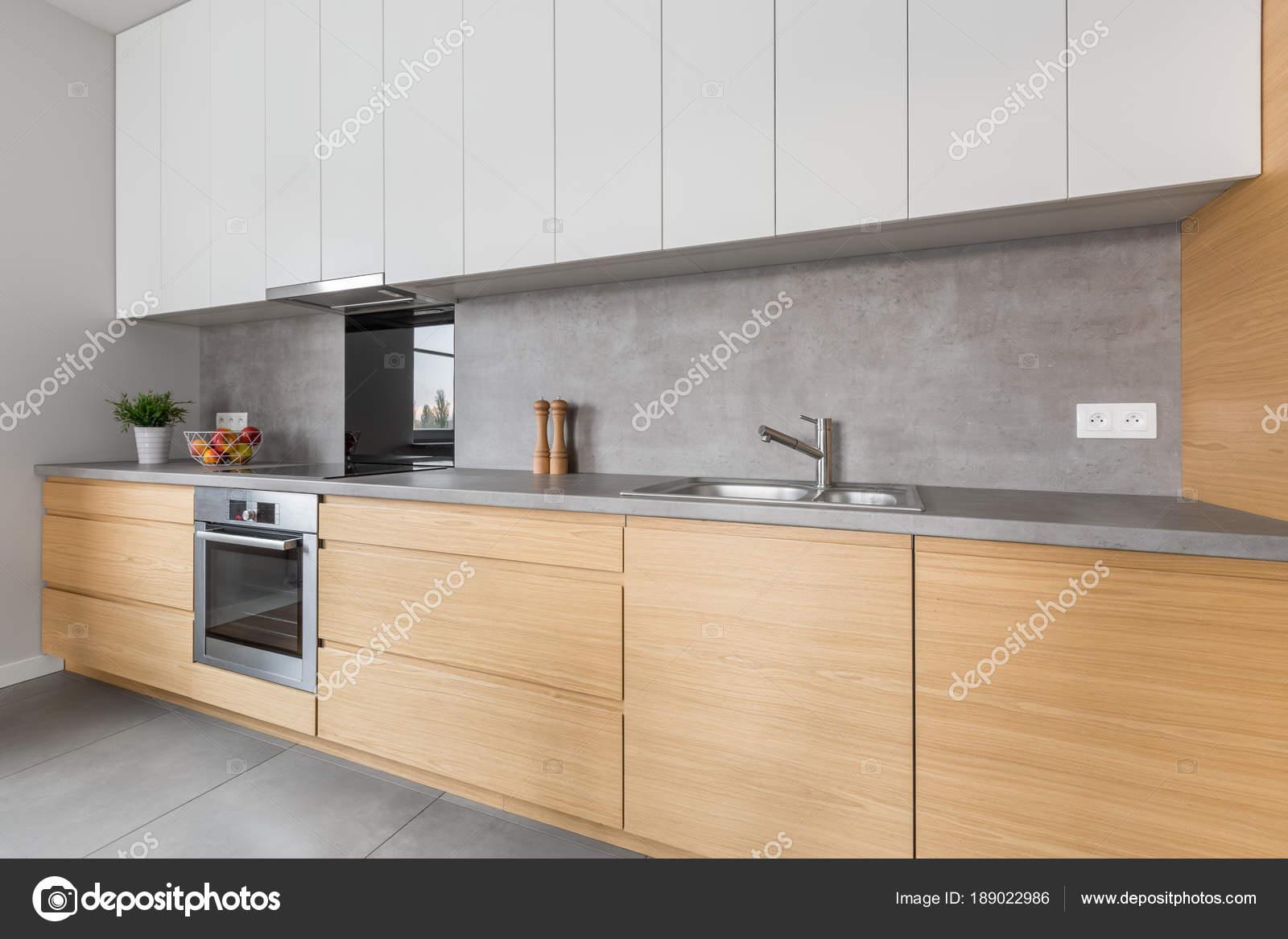 Küche mit Beton Arbeitsplatte — Stockfoto © in4mal #189022986